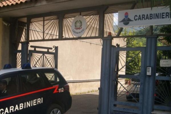 """Quindici, non si ferma all'""""alt"""" dei carabinieri: 35enne nei guai"""