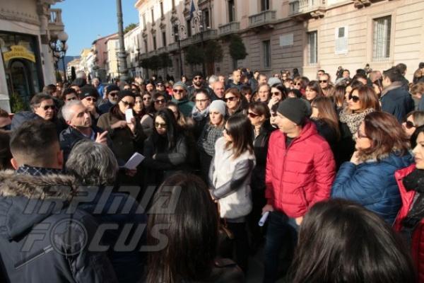 Commercianti in piazza contro l'ordinanza antismog:
