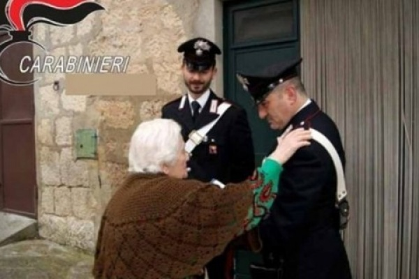 """""""C'è da ritirare un pacco per tuo nipote"""", 80enne truffata. Indagano i carabinieri"""