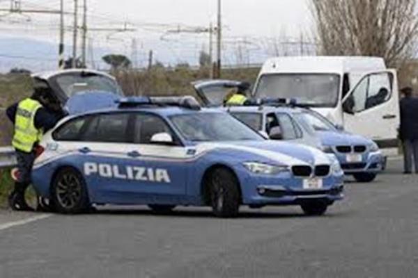 Ricettazione, bloccati dalla Polizia Stradale due extracomunitari