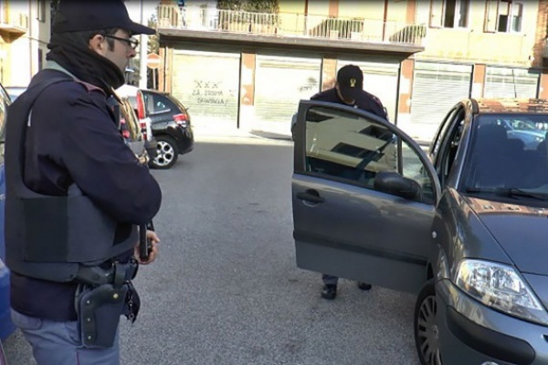 """""""Operazione Pusher"""", maxioperazione della polizia contro lo spaccio di droga: arresti e denunce ad Avellino e in altre 16 province italiane"""